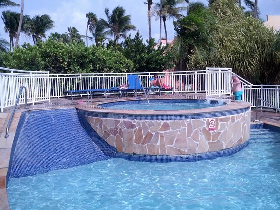 Tamarijn Aruba All Inclusive: Water slide pool