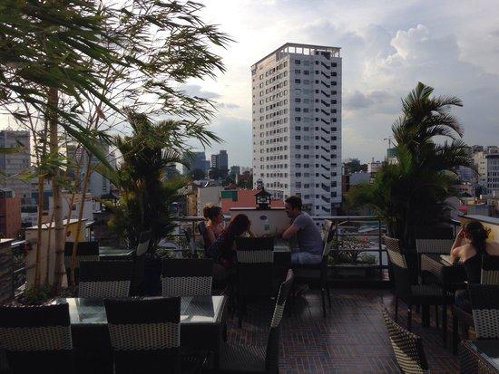 Duc Vuong Hotel: Rooftop bar