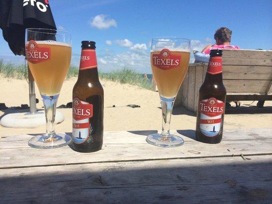 Strandpaviljoen Kaap Noord: texels bier bij kaap noord, perfect