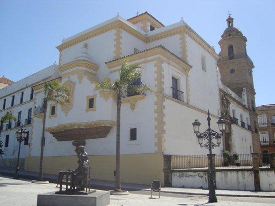 Hotel Convento Cadiz: внешний вид отеля