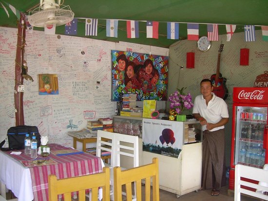 Weather Spoon's Bagan Restaurant and Bar: Owner with wall of thanks from satisfied customers