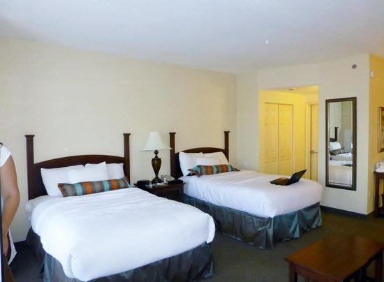 Staybridge Suites Downtown San Antonio Convention Center : Comfortable beds.