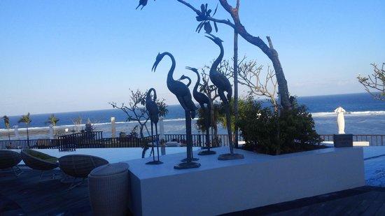 Samabe Bali Suites & Villas: At the pool
