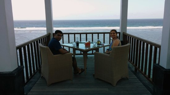 Samabe Bali Suites & Villas: afternoon tea in rockbar..