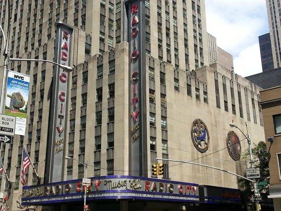Radio City Music Hall: Dall'angolo opposto