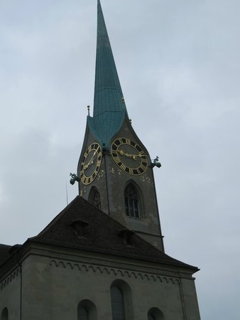 Église Fraumünster : the green spire of the church
