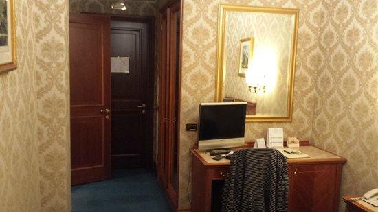 Barberini Hotel: Entrance to room