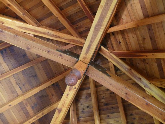 Canadian Artisans Bed & Breakfast: The beautiful ceiling of the Treehouse
