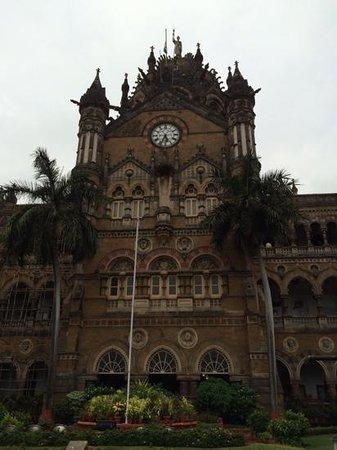 Chhatrapati Shivaji Terminus: il fronte dell'edificio