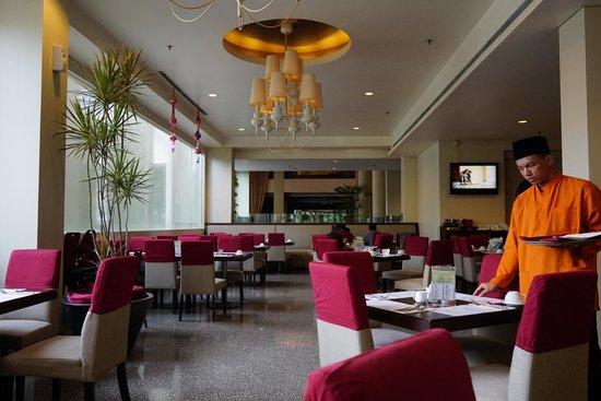 Grands I Hotel: Breakfast hall