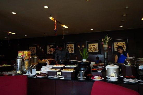 Grands I Hotel: Breakfast
