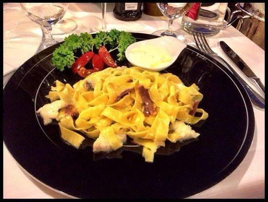 Ristorante Risorgimento : Pappardelle di pasta fresca al ragù di pescatrice, crudo di Parma e crema di gorgonzola dolce.