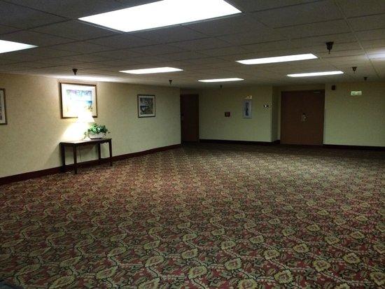 Magnuson Grand Hotel Maingate West: Zona Habitaciones