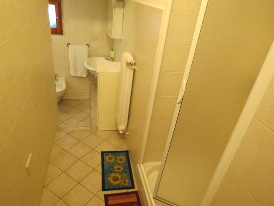 Appartementi Casa la Torre - Nomipesciolini : Salle de bains