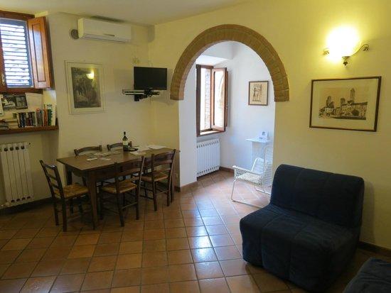 Appartementi Casa la Torre - Nomipesciolini : Salle à manger