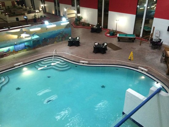 Magnuson Grand Hotel Maingate West: Piscina