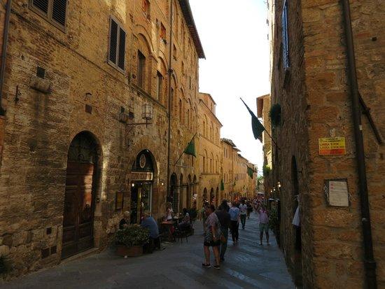 Appartementi Casa la Torre - Nomipesciolini: La Via San Matteo