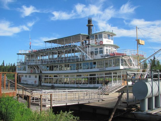 Riverboat Discovery : The beautiful riverboat you'll cruise aboard