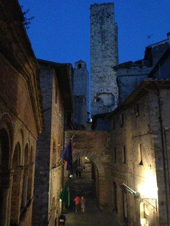 Appartementi Casa la Torre - Nomipesciolini: Vue de la fenêtre du salon de nuit