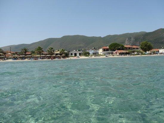 Alykes Garden Village: vom Wasser auf den Strand