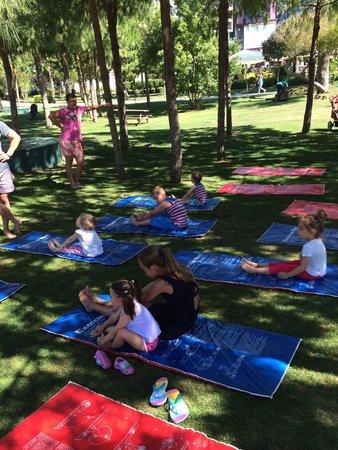 Susesi Luxury Resort : Зарядка детей