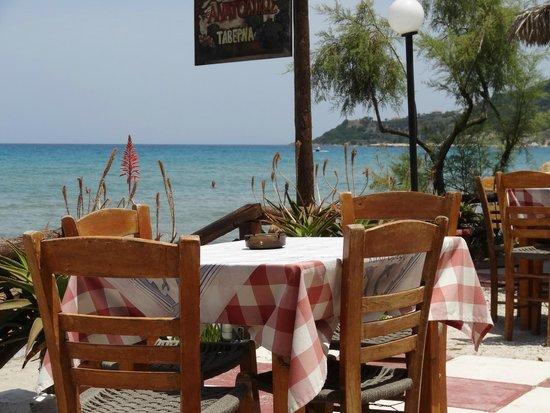 Alykes Garden Village: Taverne am Alykes Beach