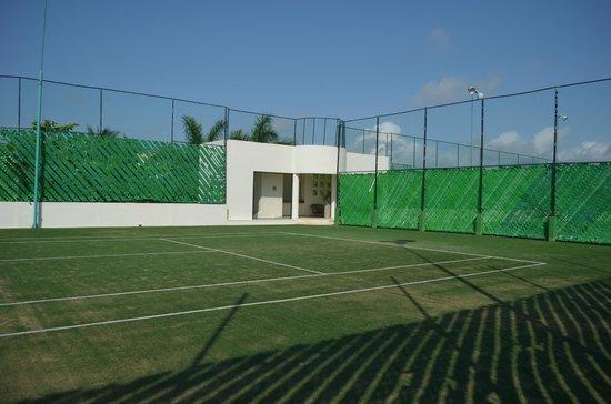 The Grand Bliss Riviera Maya: Cancha de tenis sobre cesped