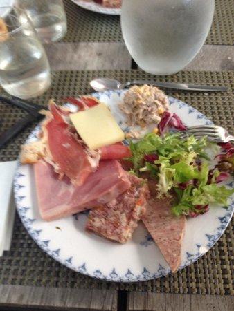 3 eme plat du brunch assiette de charcuterie fromage avec salade foto de le bistrot du. Black Bedroom Furniture Sets. Home Design Ideas