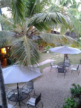 Hotel Caserma: Grounds and patio