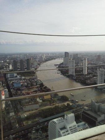 lebua at State Tower: 屋上から見えるチャオプラヤ川