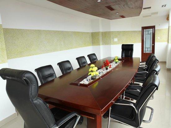 Hiton Hotel: Cabinet - Board Room