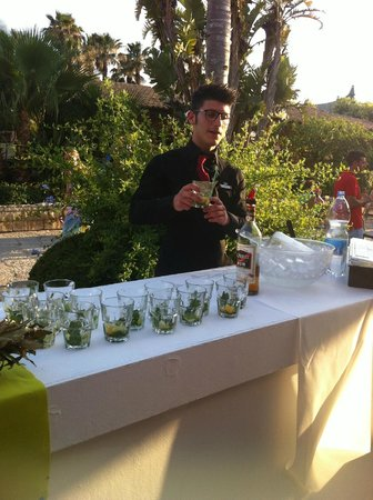 Club Med Kamarina : Тематические коктейли на площади в Villagio