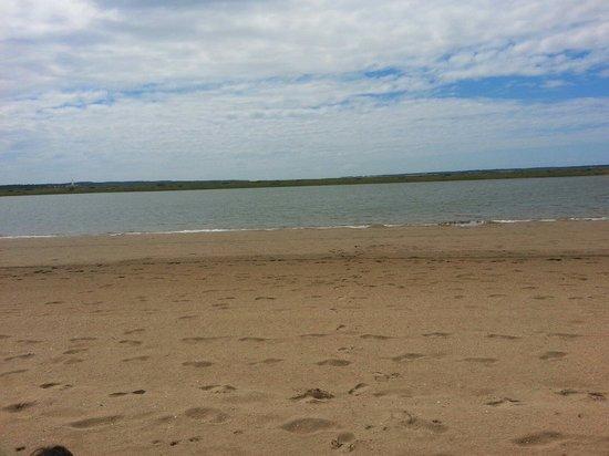 L'Aromate : Petite plage devant le restaurant