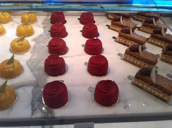 Best Tours: cakes at Yauatcha