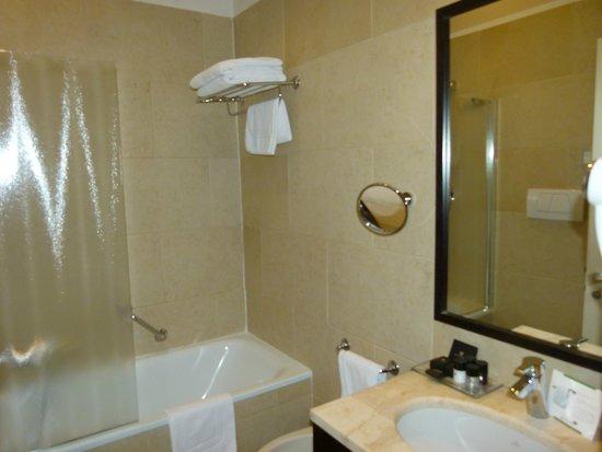 Best Western Premier Hotel Sant'Elena: une salle de bain propre et bien équipée