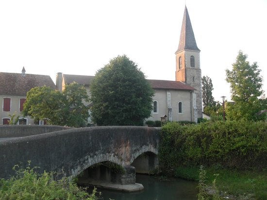 Auberge du Relais : L'église de Berenx à 500m