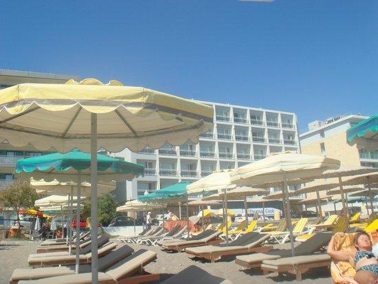 Hotel Mediterranean : отель с пляжа