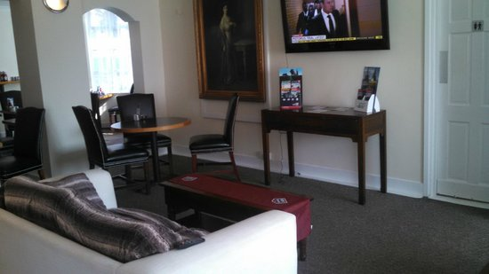 Ferry House Lodge: lobby area