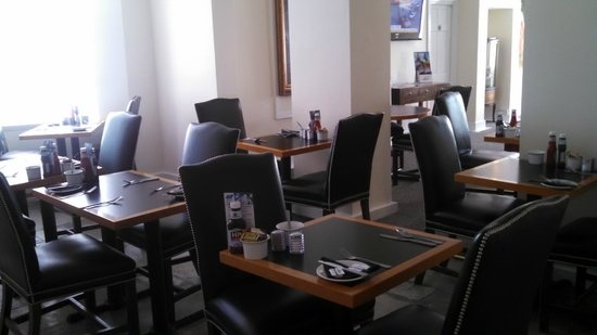 Ferry House Lodge: breakfast area