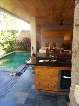 De Uma Lokha Luxury Villas and Spa: Outside Dining and Private Pool