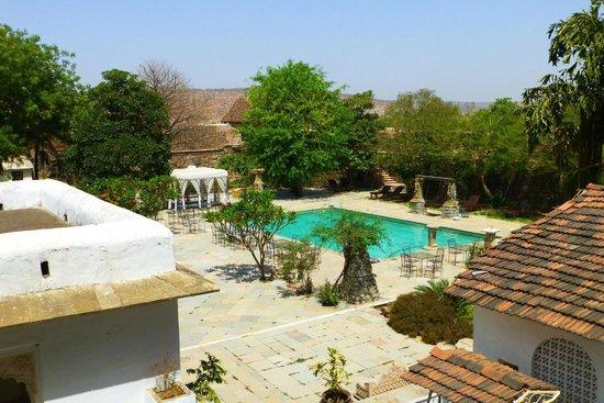 Castle Bijaipur : Pool area
