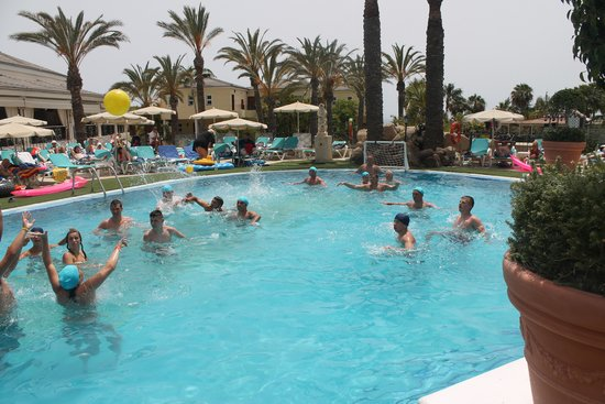 Gran Oasis Resort: Water Polo!