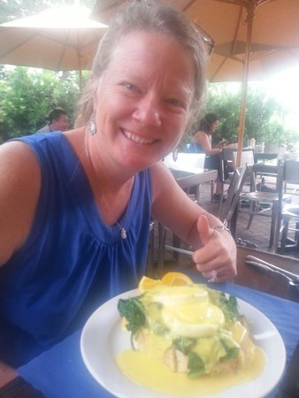 Old Fort Lauderdale Breakfast House: Eggs Benedict this morning. Bread was a little to thick for our liking.