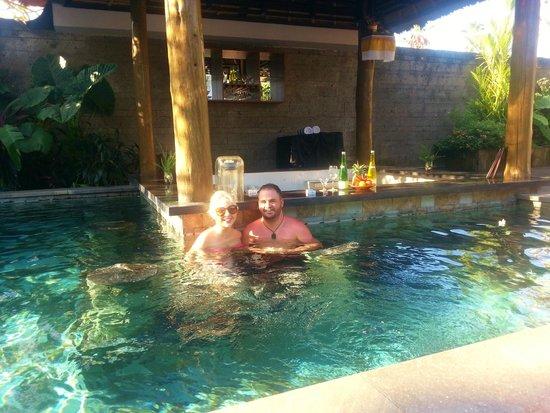 The Lokha Umalas Villas & Spa: Swim-up Bar
