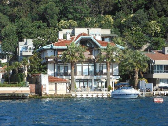 Anadolu Kavagi : Waterfront houses