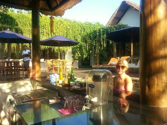 The Lokha Umalas Villas & Spa: Cocktail Pool Bar