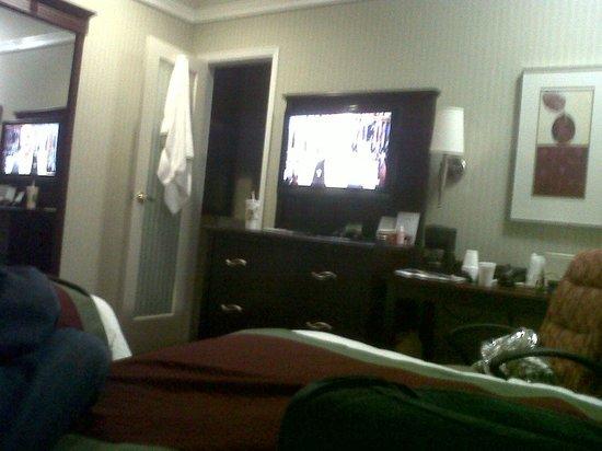The Hotel at Times Square: baño muy completo con amenities recargagables muy abundante