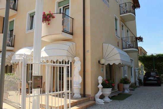 Hotel Marina: Entrance