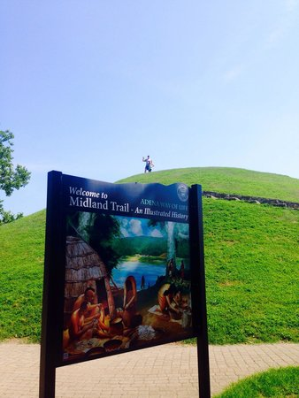 South Charleston, WV: That's one way to feature an ancient mound... Make it into a park!
