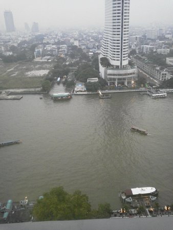 Royal Orchid Sheraton Hotel & Towers: 部屋からのチャオプラヤ川の眺望